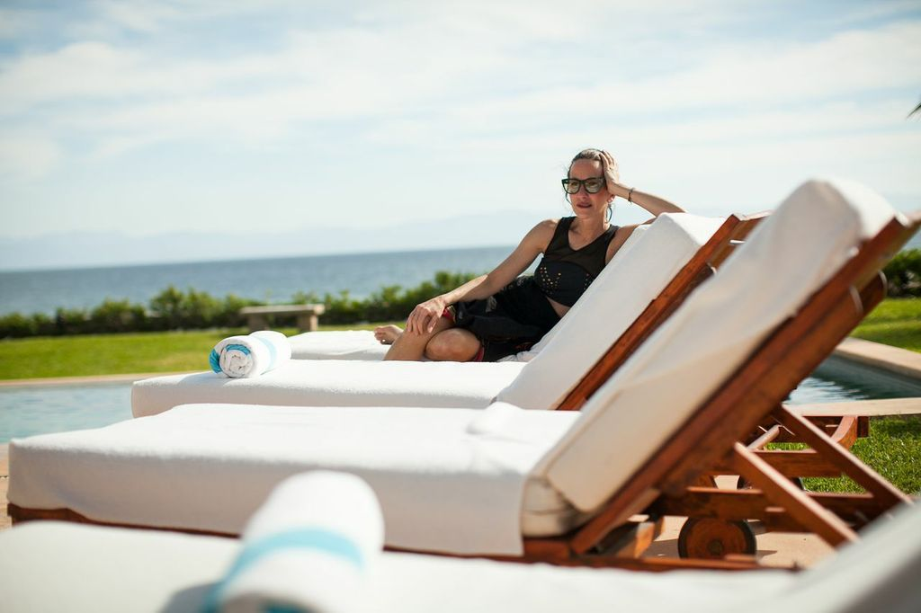 cynthia rowley relaxing at the beach chairs