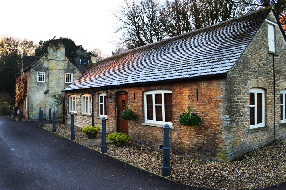 hareandhounds-outside-rooms