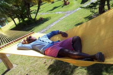 Kedar Clarke relaxing in the bahamas