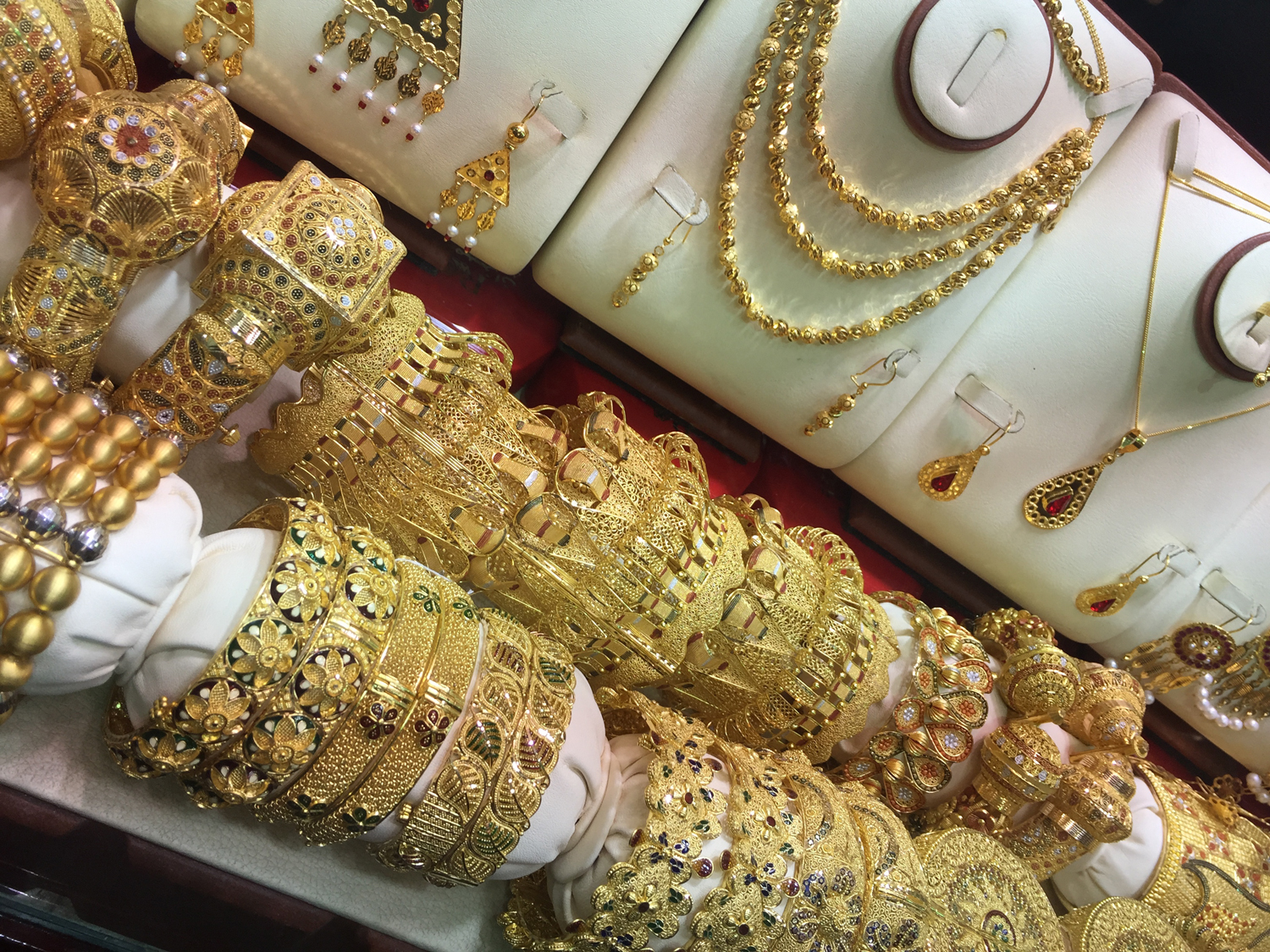 Bracelets gold souk dubai travel insider for Cheap romantic things to do in nyc