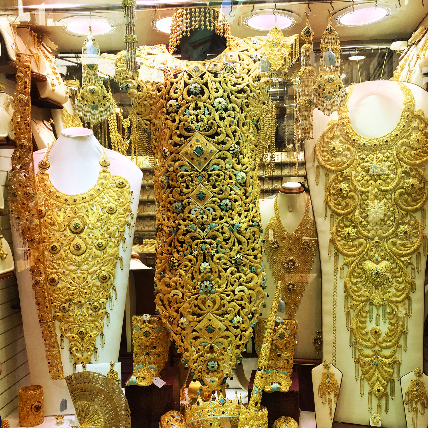 Unimaginable Things That You Will Find At The Deira Gold