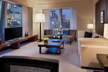 Langham-Place-Fifth-Avenue-suite