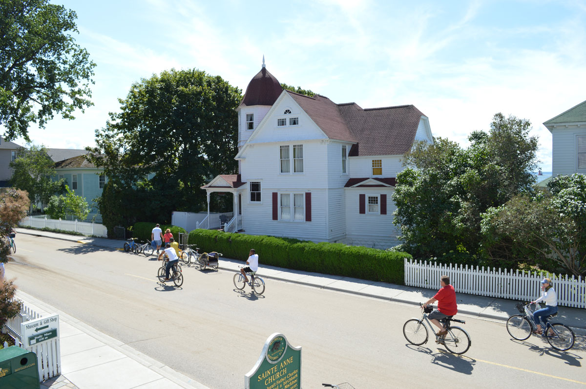 bikers-in-mackinac-island