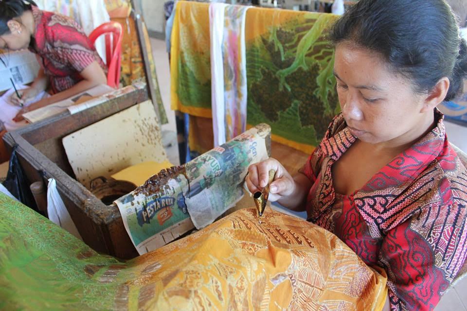 Baktik making, Indonesia
