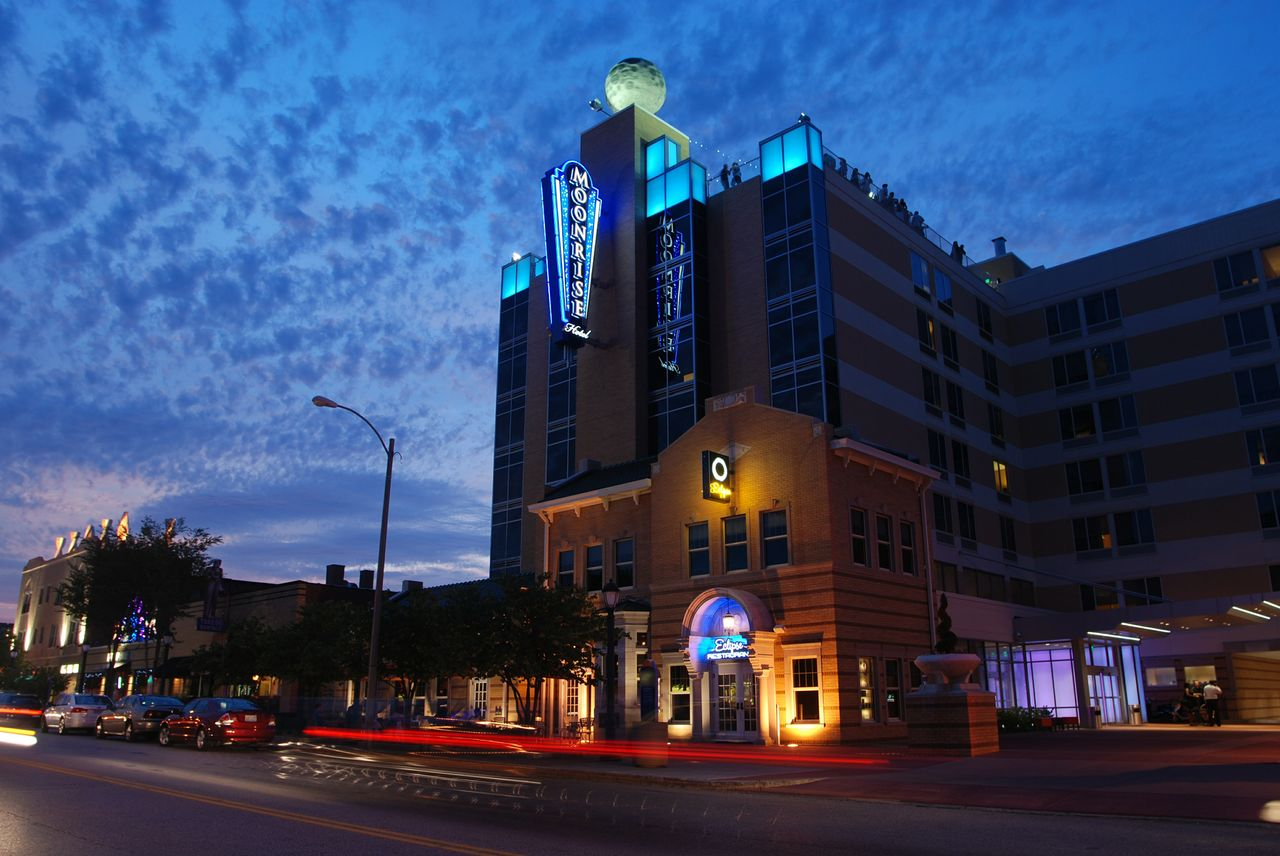 If You Re In St Louis And Looking To Unleash Your Inner Astronaut Or Just Do Some Star Gazing Check Out The Moonrise Hotel Boutique Property Has A