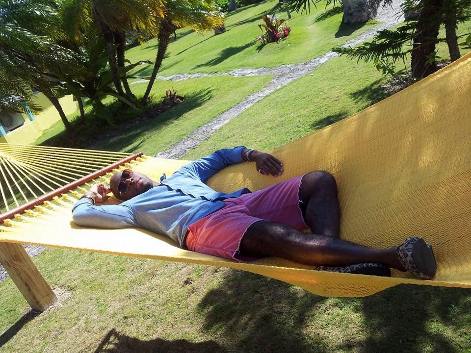 Kedar Clarke relaxing in the bahamas